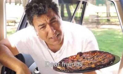 Un chef israélien cuisine une pizza dans une voiture