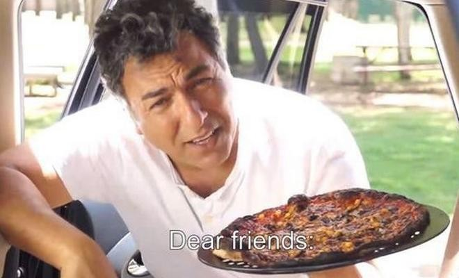 Insolite : Il fait cuire sa pizza à l'arrière d'une voiture